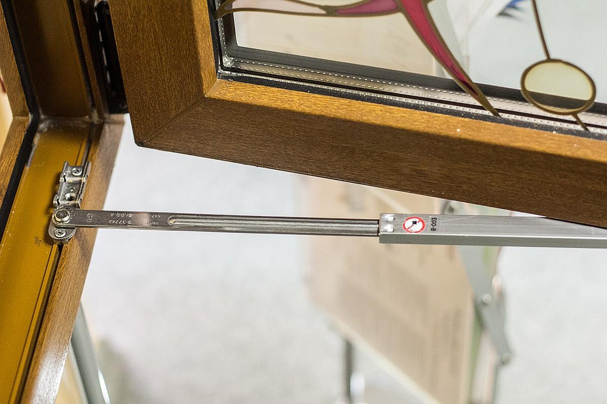 фиксатор для окна ПВХ
